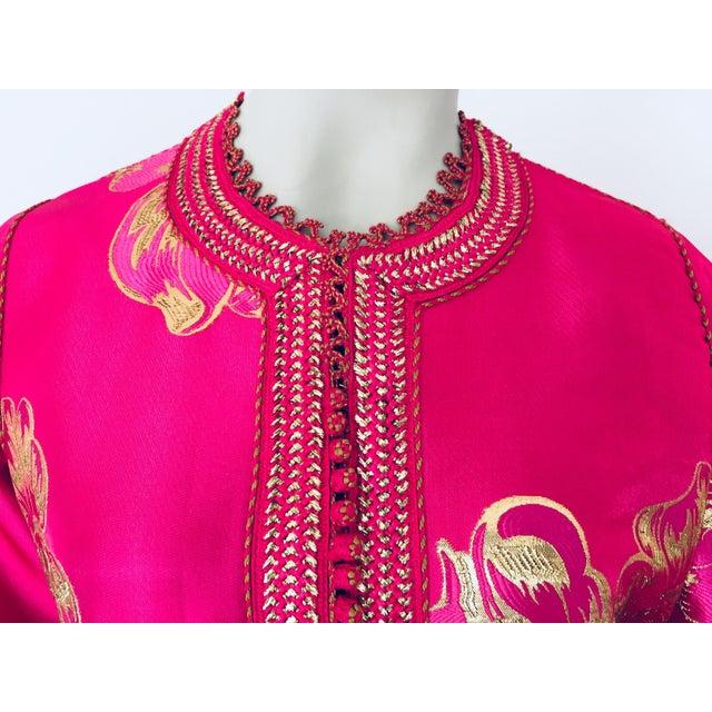 Metal Vintage Designer Moroccan Caftan, Metallic Brocade Kaftan With Pink and Gold For Sale - Image 7 of 13