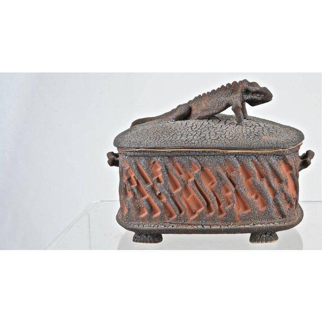 Mid-Century Modern Charles Gluskoter Art Pottery Lidded Box, Usa 1987 For Sale - Image 3 of 9