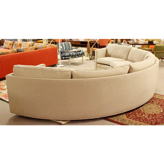 Mid-Century Modern Mid-Century Modern Milo Baughman Beige Curved 2-Piece Sectional Sofa, 1970s For Sale - Image 3 of 5
