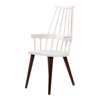 Kartell White Thermoplastic Shell Seat With Oak Stained Leg Dining Chair For Sale