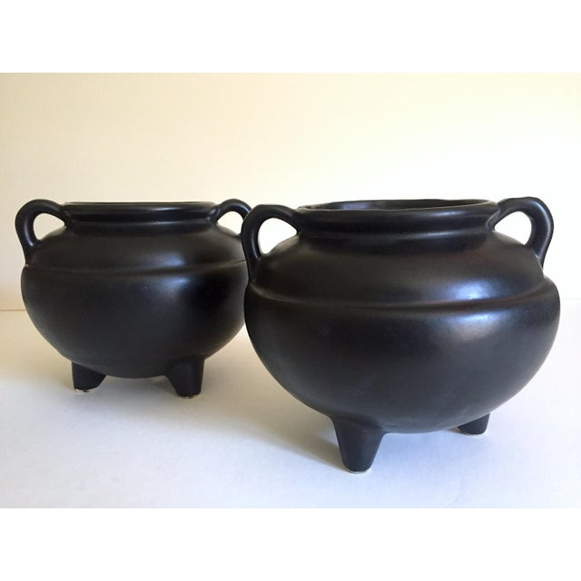 1920's Art Deco Robinson Ransbottom Art Pottery Black Ceramic Jardinier Handled Planter Urns - a Pair For Sale - Image 13 of 13