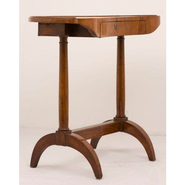19th Century French Directoire Walnut Kidney Shaped Table For Sale - Image 4 of 7