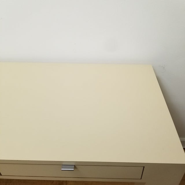 Milo Baughman 1970s Mid Century Modern Beige Laminate Parsons Writing Desk For Sale - Image 4 of 8