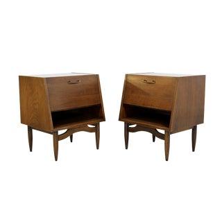 1950s Mid Century Modern Gershun American Martinsville Walnut Nightstands - a Pair For Sale
