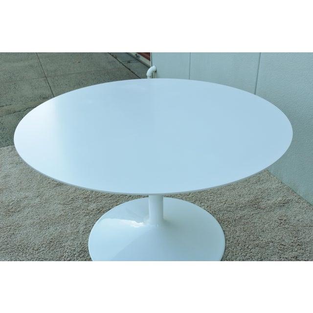 """1950s Mid-Century Modern Eero Saarinen Style 48"""" Round White Top Tulip Dining Table - Image 5 of 13"""