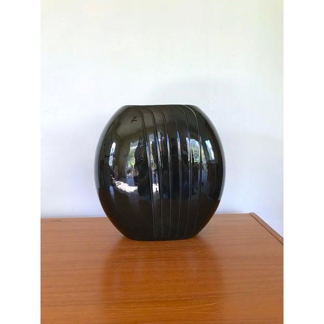 1980's Vintage Black Vase For Sale - Image 4 of 8