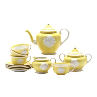 Vintage Yellow Cameo Musterschutz Tea Service For Sale