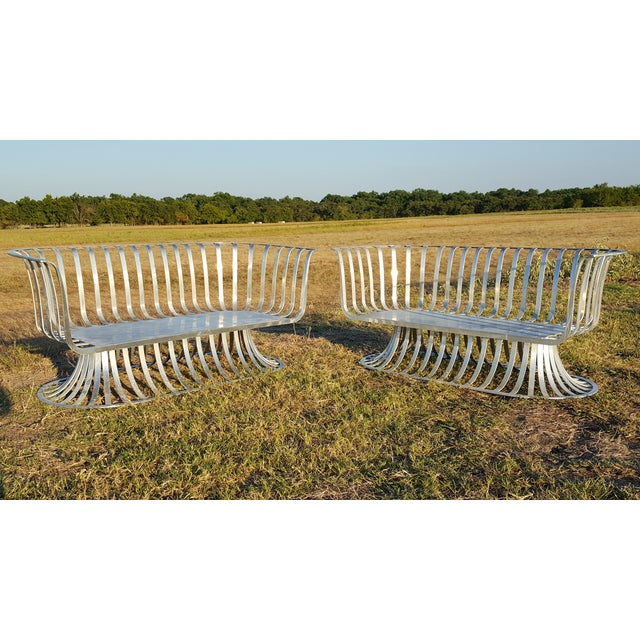 A Russell Woodard Aluminum Settee being offered. Good condition, consistent with age and normal wear. Aluminum needs...