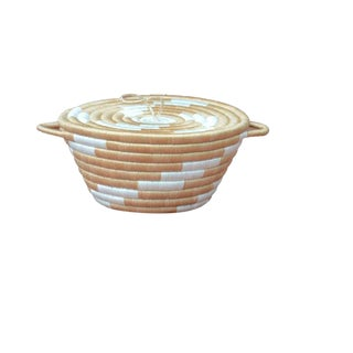 Caramel Twist Woven Basket With Lid For Sale