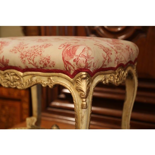 19th Century French Louis XV Carved Painted and Gilt Stool with Toile De Jouy For Sale In Dallas - Image 6 of 10