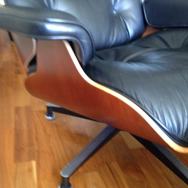 Eames 670 Lounge Chairs & 671 Ottomans - a Pair - Image 7 of 11