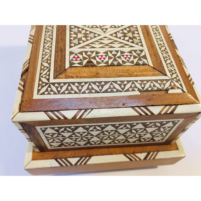 Wood Vintage Moorish Spanish Granada Mother of Pearl Inlay Cigarettes Music Box For Sale - Image 7 of 13