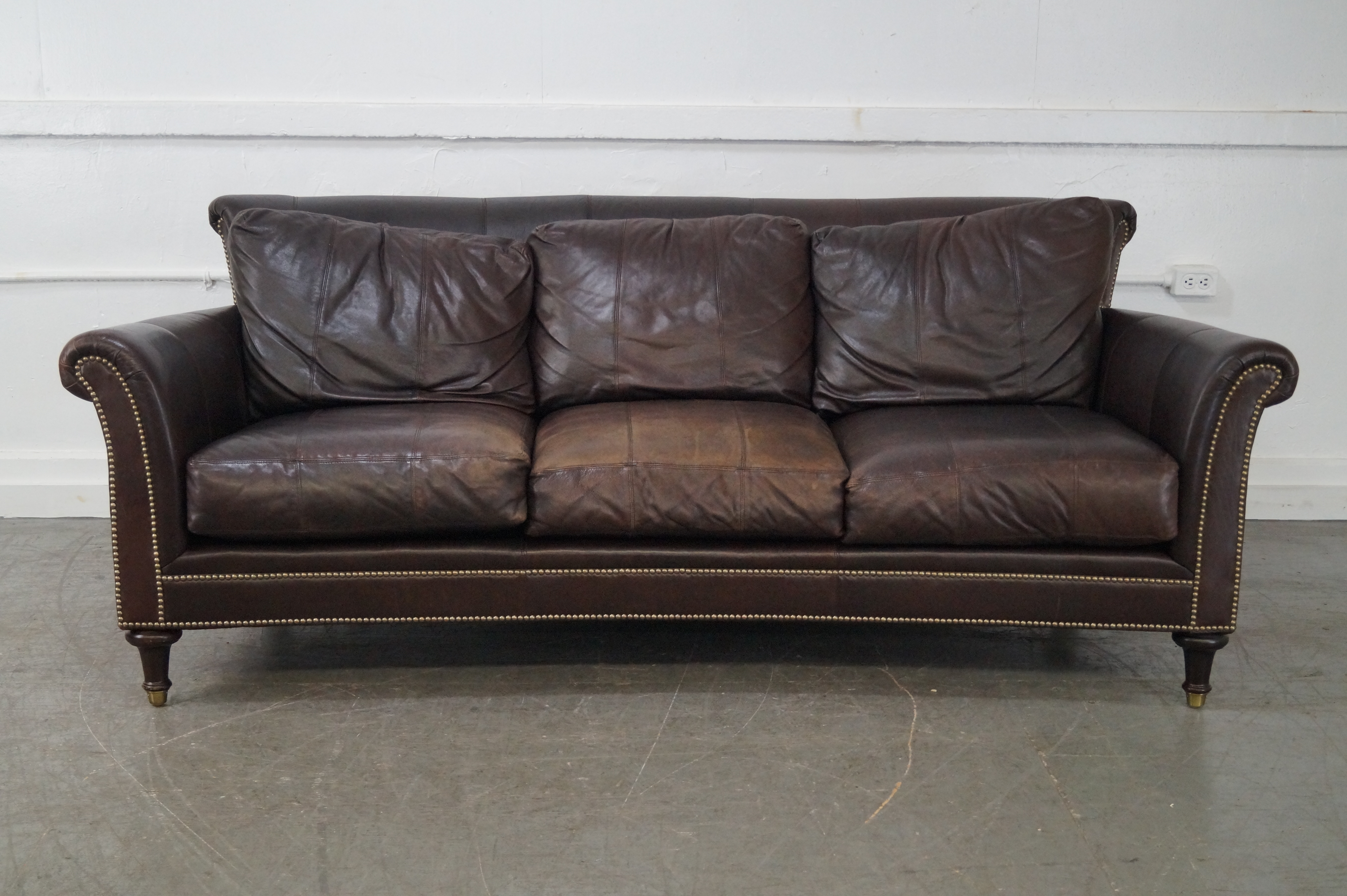 Delicieux Ferguson Copeland Surrey Brown Leather Sofa AGE/COUNTRY OF ORIGIN: Approx  20 Years,