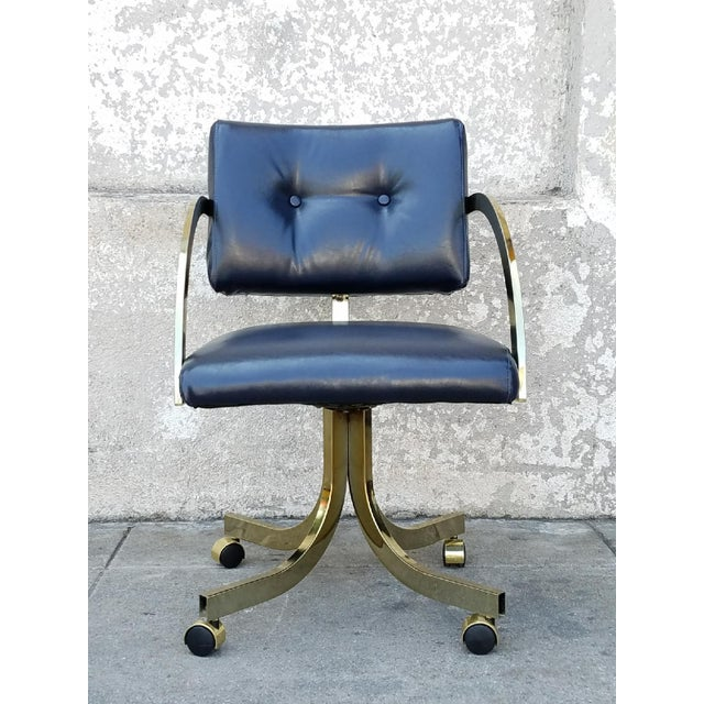 A gorgeous mid-century office chair in navy faux leather. Great looking vintage chair! 17 1/2 seat hight
