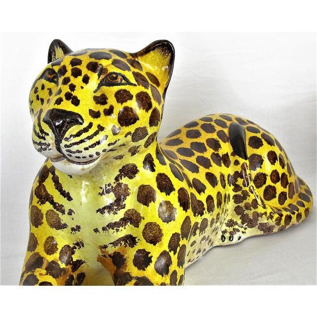 Majolica Mid-Century Modern Italian Ceramic Cheetah Sculpture Hollywood Regency Style MCM Italy Majolica Millennial For Sale - Image 4 of 11