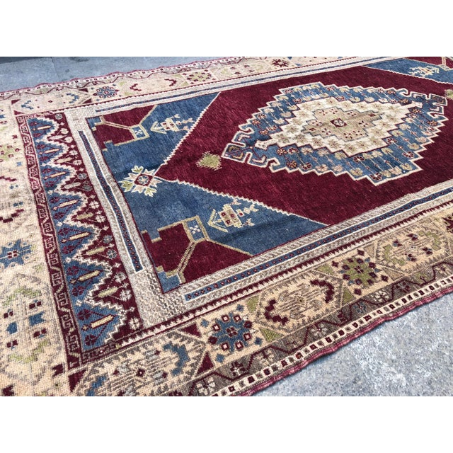 Islamic 1960s Vintage Oversize Turkish Rug- 4′7″ × 8′8″ For Sale - Image 3 of 11