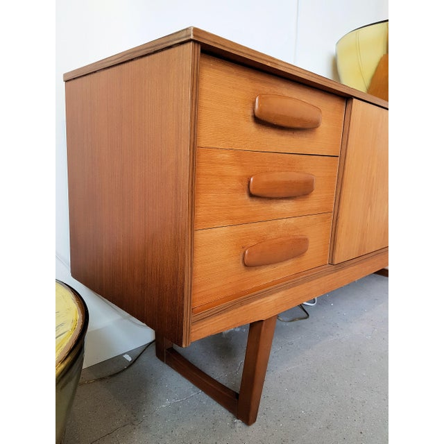 1960s Mid Century Modern Danish Clear Cherrywood Buffet, Credenza, 1960s For Sale - Image 5 of 9