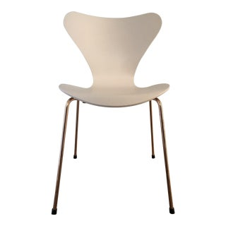 Modern Arne Jacobson for Fritz Hansen Anniversary Edition Rose Gold Series 7 Chair For Sale
