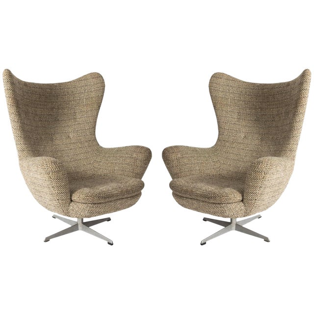 Pair of Mid-Century Modern Armchairs For Sale
