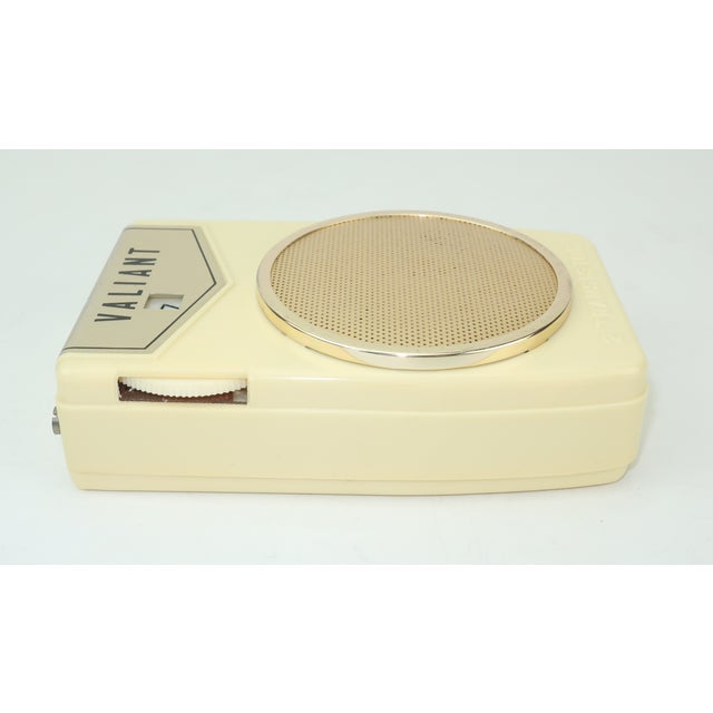 1960s Retro Valiant 'Boy's Radio' Transistor Radio Collection, C.1960 For Sale - Image 5 of 12