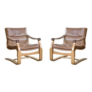 Pair of Danish Ingmar Relling Style Easy Chairs in Tan Leather and Beechwood For Sale