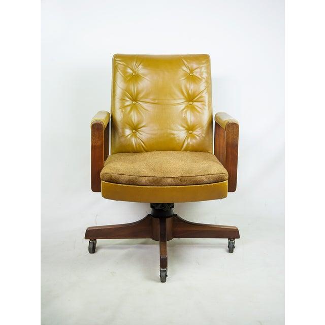 1970s Gunlocke Co. Yellow Swivel Office Chair - Image 3 of 10