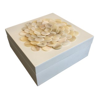 Small Modern Tozai Home Mother of Pearl Flower White Lacquered Box For Sale