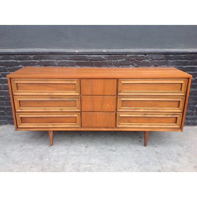 Mid-Century Modern Union Made Mid-Century 9 Drawer Dresser For Sale - Image 3 of 7