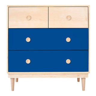 Nico & Yeye Luke Modern Kids 4-Drawer Dresser Solid Maple and Maple Veneers Pacific Blue For Sale