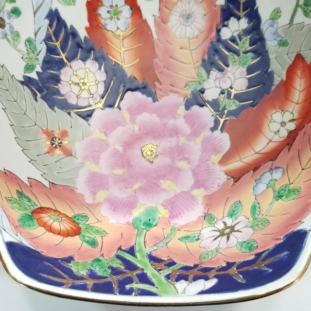 Blue Large Chinese Porcelain Tobacco Leaf Bowl With Gold Trim - Feng Shui - Asian Palm Beach Boho Chic Flowers Peony Tropical Coastal For Sale - Image 8 of 13