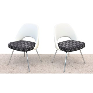 Mid-Century Modern Eero Saarinen for Knoll Executive Armless Chairs - a Pair For Sale