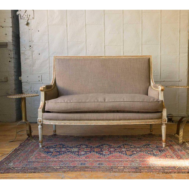 Early 20th Century French Louis XVI Style Settee in Grey Linen - Image 10 of 11