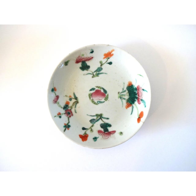 Chinese 1736-1795 Qianlong Chinese Export Porcelain Famille Rose Dish For Sale - Image 3 of 8