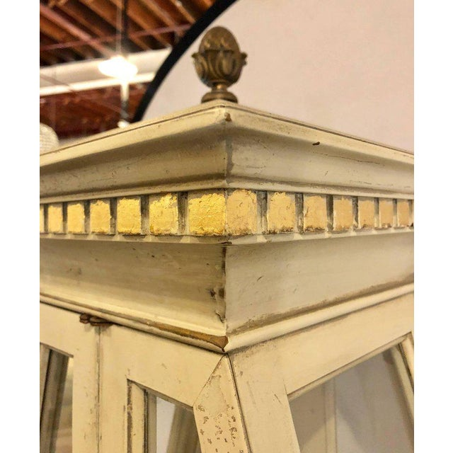Mid-Century Modern Parcel-Gilt and Paint Decorated Pyramid Shaped Vitrine For Sale In New York - Image 6 of 11