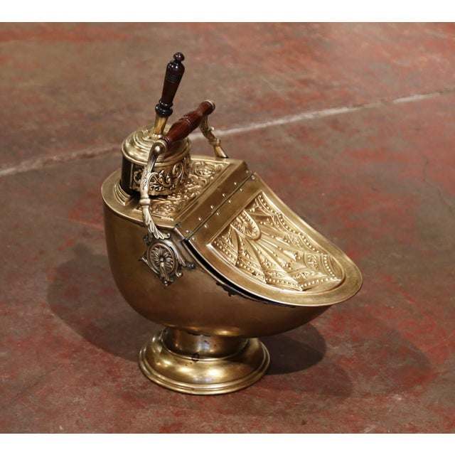 This antique coal scuttle was created in England, circa 1880. Built of brass with foliage repousse decor, the patinated...
