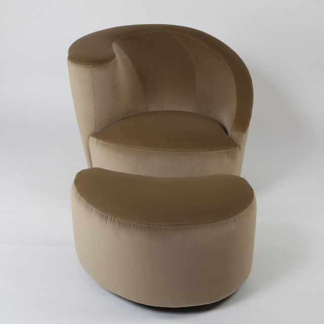 "Mid-Century Modern 1990's VINTAGE VLADIMIR KAGAN ""CORKSCREW"" SWIVEL CHAIR AND OTTOMAN SET For Sale - Image 3 of 7"