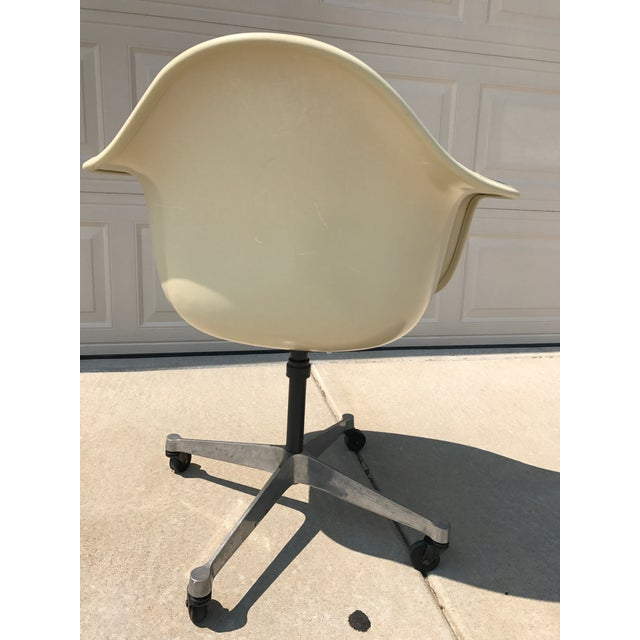 Herman Miller Eames Rolling Shell Chair - Image 5 of 11