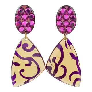 Dangling Lucite Clip-On Earrings Fuchsia Pink and Applejuice For Sale