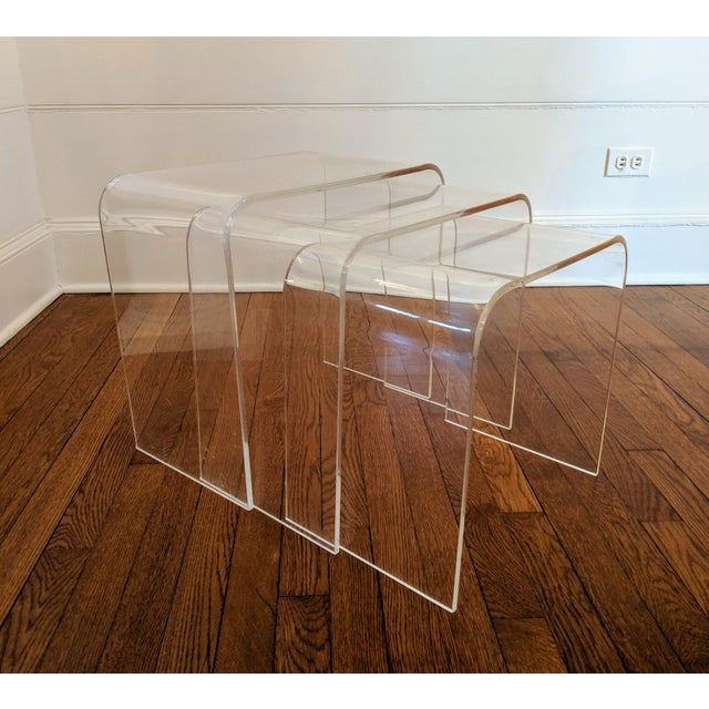 1970s Vintage Minimalist Lucite Waterfall Nesting Tables - Set of 3 For Sale - Image 5 of 5
