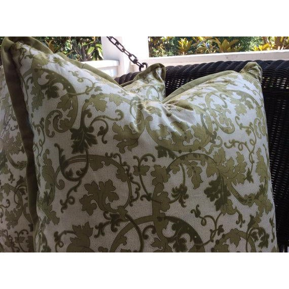 Gp & J Baker Pillow Covers in English Chintz Vine & Velvet - a Pair For Sale - Image 4 of 4