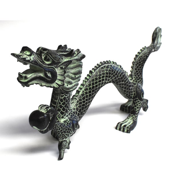 The dragon is the most important symbol in Chinese culture. A sign used by the Emperors, it represents power, leadership...