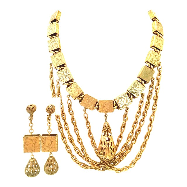 20th Century Art Nouveau Gold Book Chain Choker Style Necklace & Earrings - Set of 3 For Sale