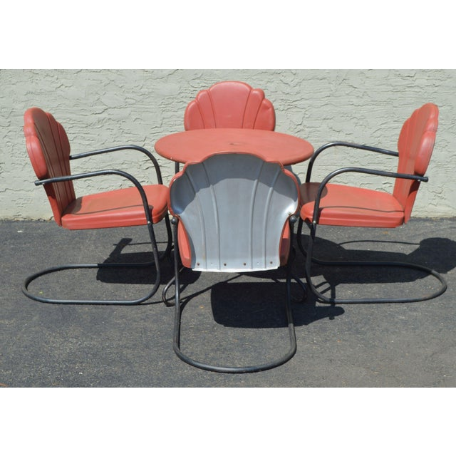 Art Deco Art Deco Style Vintage Clamshell Set 4 Metal Lawn Chairs and Table Patio Set For Sale - Image 3 of 13