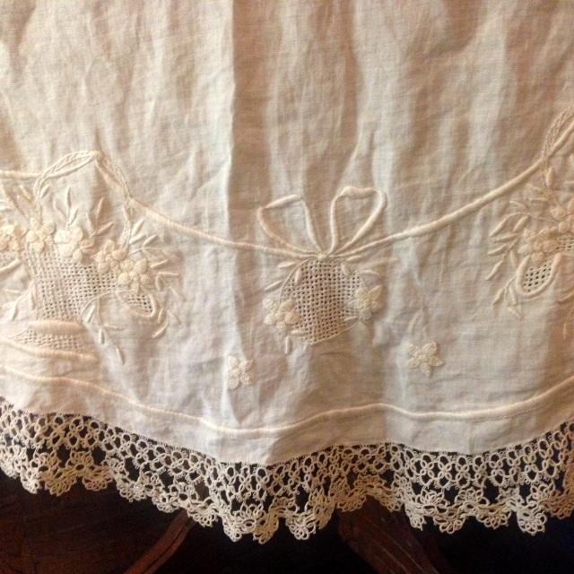Vintage Embroidered and Crochet Round Tablecloth - Image 7 of 10