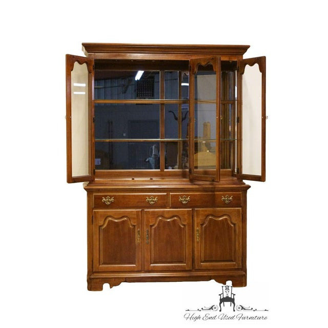 "Thomasville Thomasville Furniture Winston Court Collection 56"" China Cabinet For Sale - Image 4 of 13"