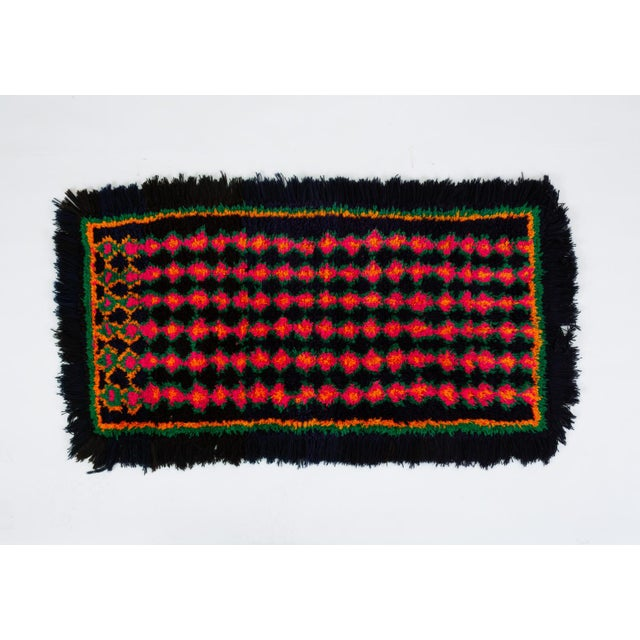 Hand-Tufted Peruvian Shag Rug For Sale - Image 10 of 10