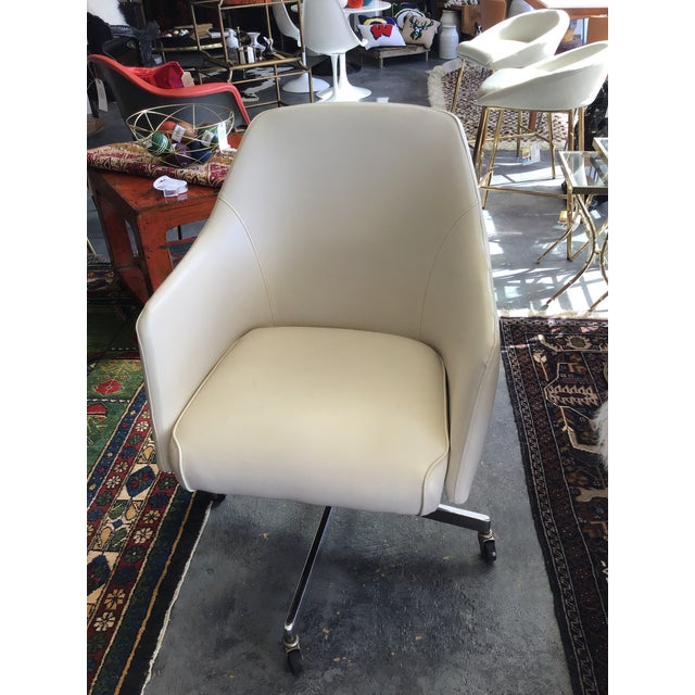 Mid Century Modern ivory vinyl swivel chair on casters with adjustable height. Gorgeous piece. Hon industries 1977. Tag in...