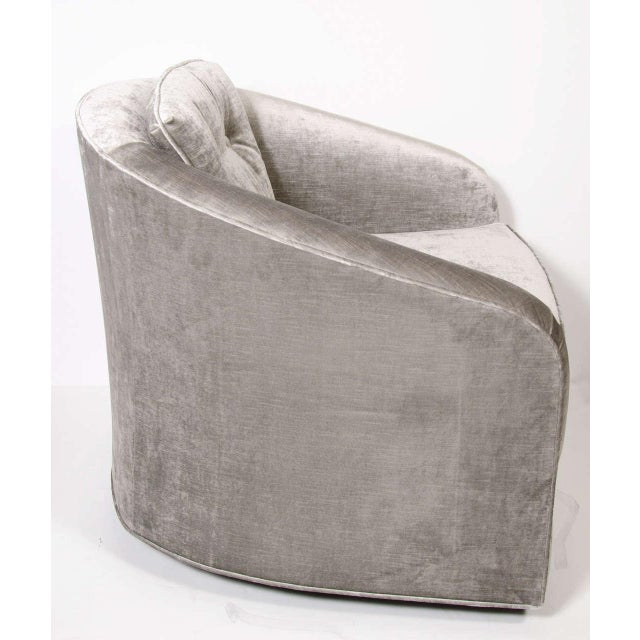 Pair of Mid-Century Modernist Swivel Chairs by Milo Baughman in Platinum Velvet For Sale In New York - Image 6 of 8