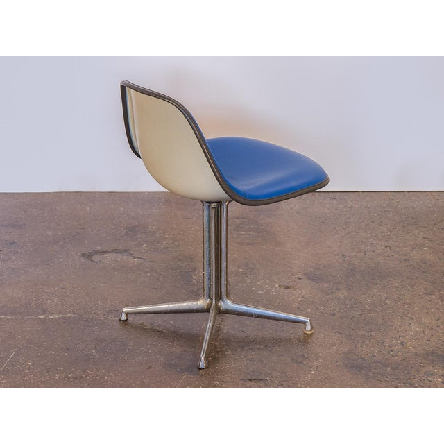 Charles and Ray Eames Blue La Fonda Eames Chair for Herman Miller For Sale - Image 4 of 10