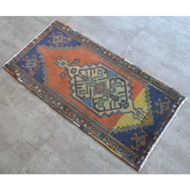 """1970s Front of Bath Kitchen Sink Rug Hand Made Bath Mat Faded Mini Rug 1'9"""" X 3'5"""" For Sale - Image 5 of 6"""